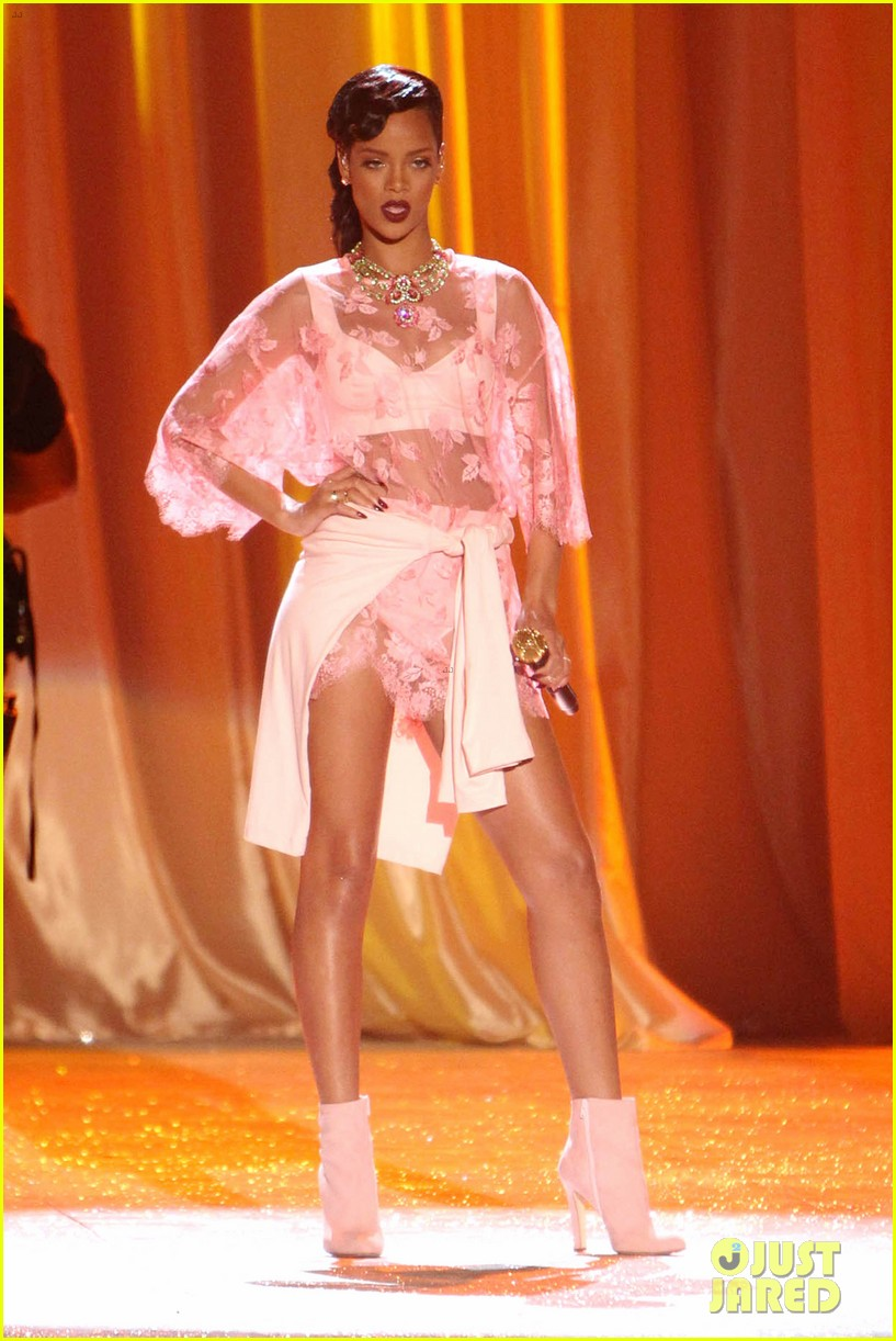 rihanna victorias secret fashion show 2012 performance 252752978