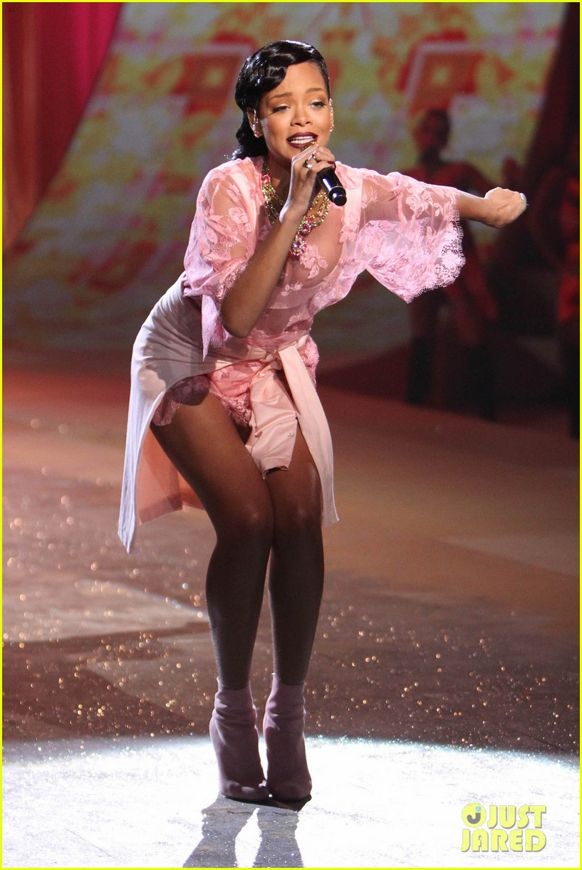 rihanna victorias secret fashion show 2012 performance 272752980