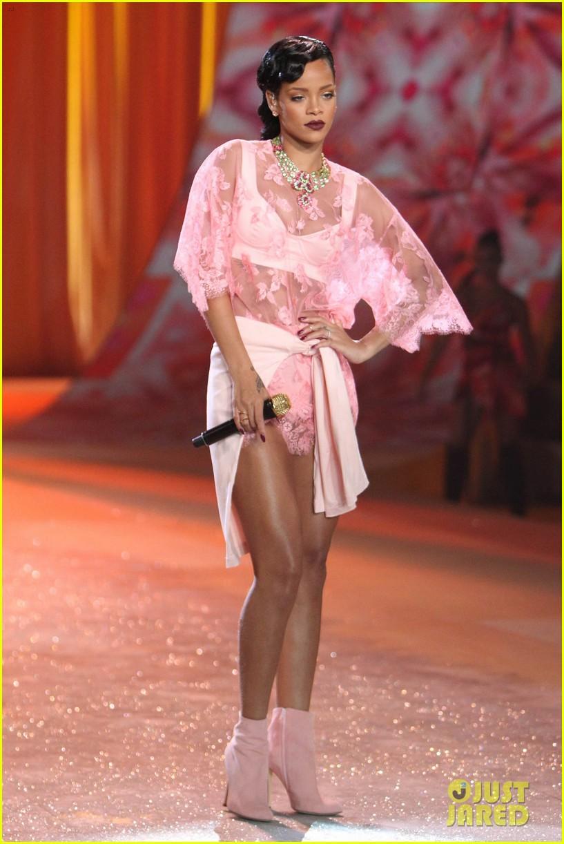 rihanna victorias secret fashion show 2012 performance 292752982