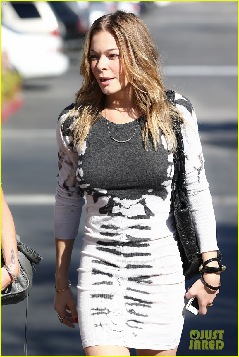 leann rimes riviera restaurant with liz 02