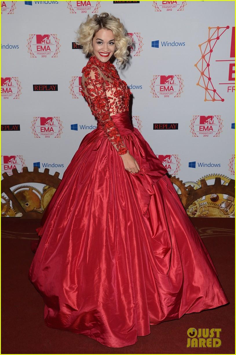 rita ora carly rae jepsen mtv emas 2012 red carpet 012755383