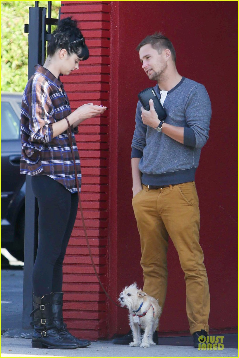 krysten ritter brian geraghty sunday breakfast in silverlake 012764019