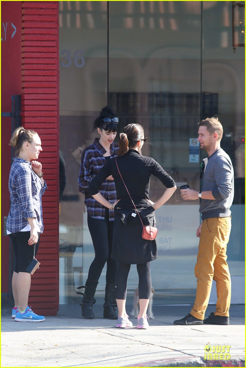 krysten ritter brian geraghty sunday breakfast in silverlake 03