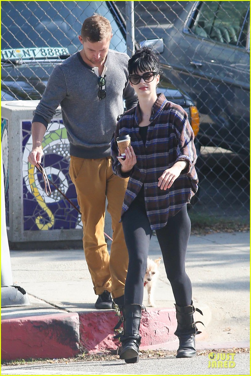 krysten ritter brian geraghty sunday breakfast in silverlake 05