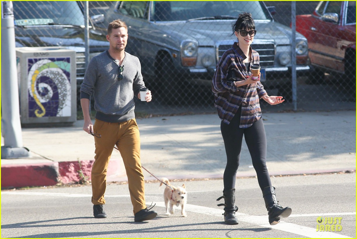 krysten ritter brian geraghty sunday breakfast in silverlake 142764032