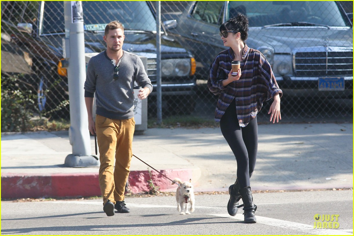 krysten ritter brian geraghty sunday breakfast in silverlake 182764036