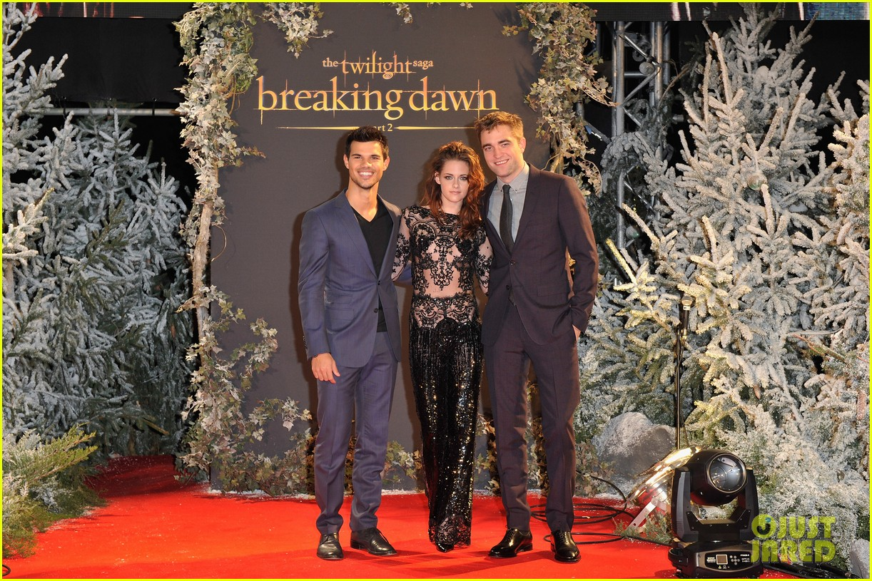 robert pattinson kristen stewart twilight breaking dawn part 2 uk premiere 022757465