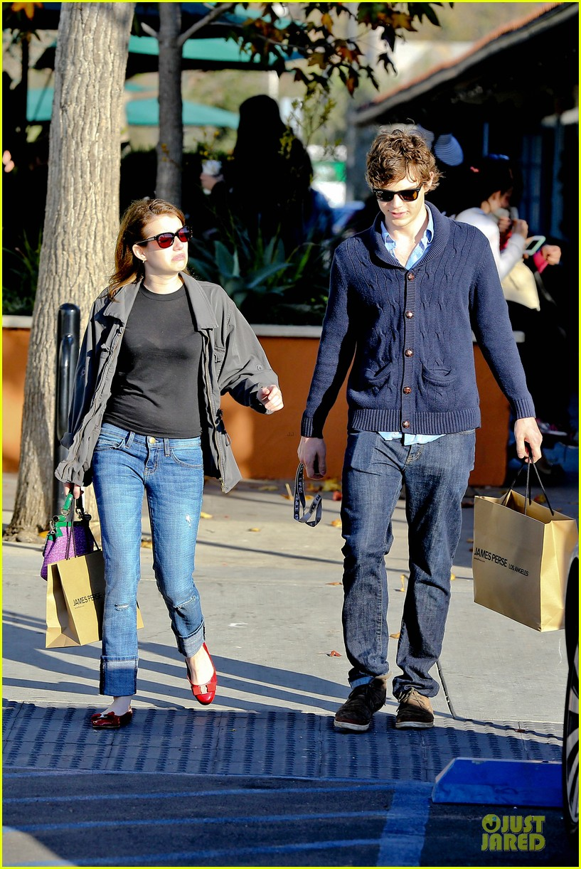 emma roberts evan peters black friday shopping couple 042763074