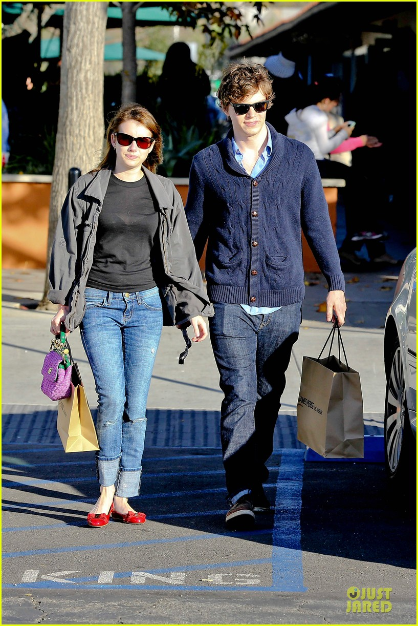 emma roberts evan peters black friday shopping couple 112763081