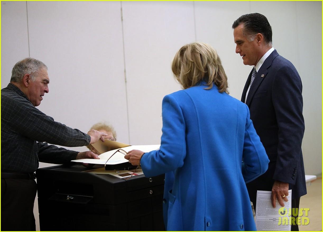 mitt romney votes for presidency in massachusetts pics 092751885