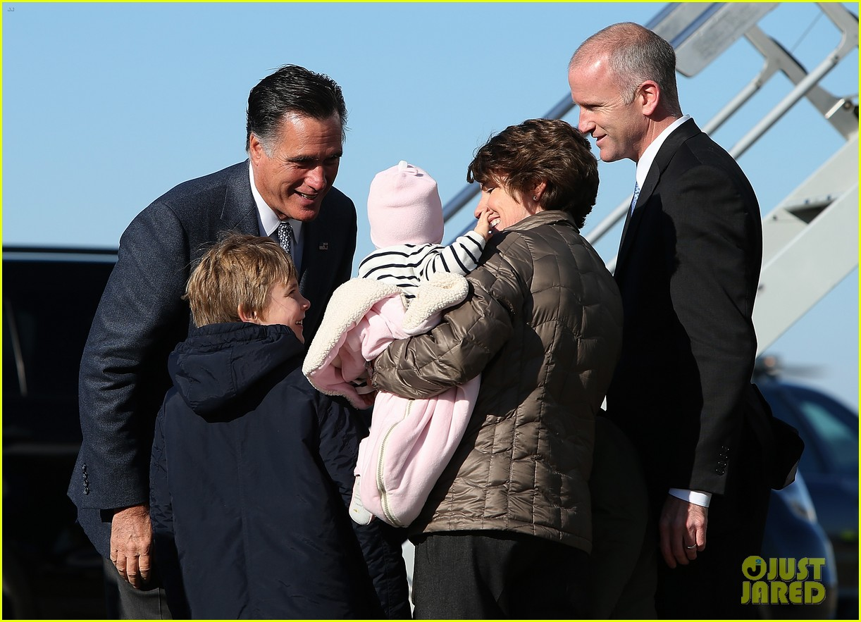 mitt romney votes for presidency in massachusetts pics 152751891