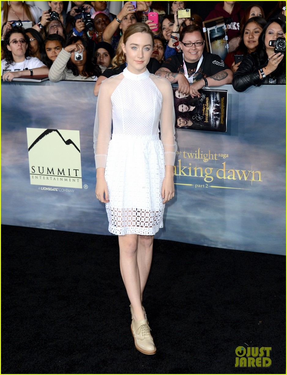 saoirse ronan julianne hough twilight breaking dawn part 2 premiere 01