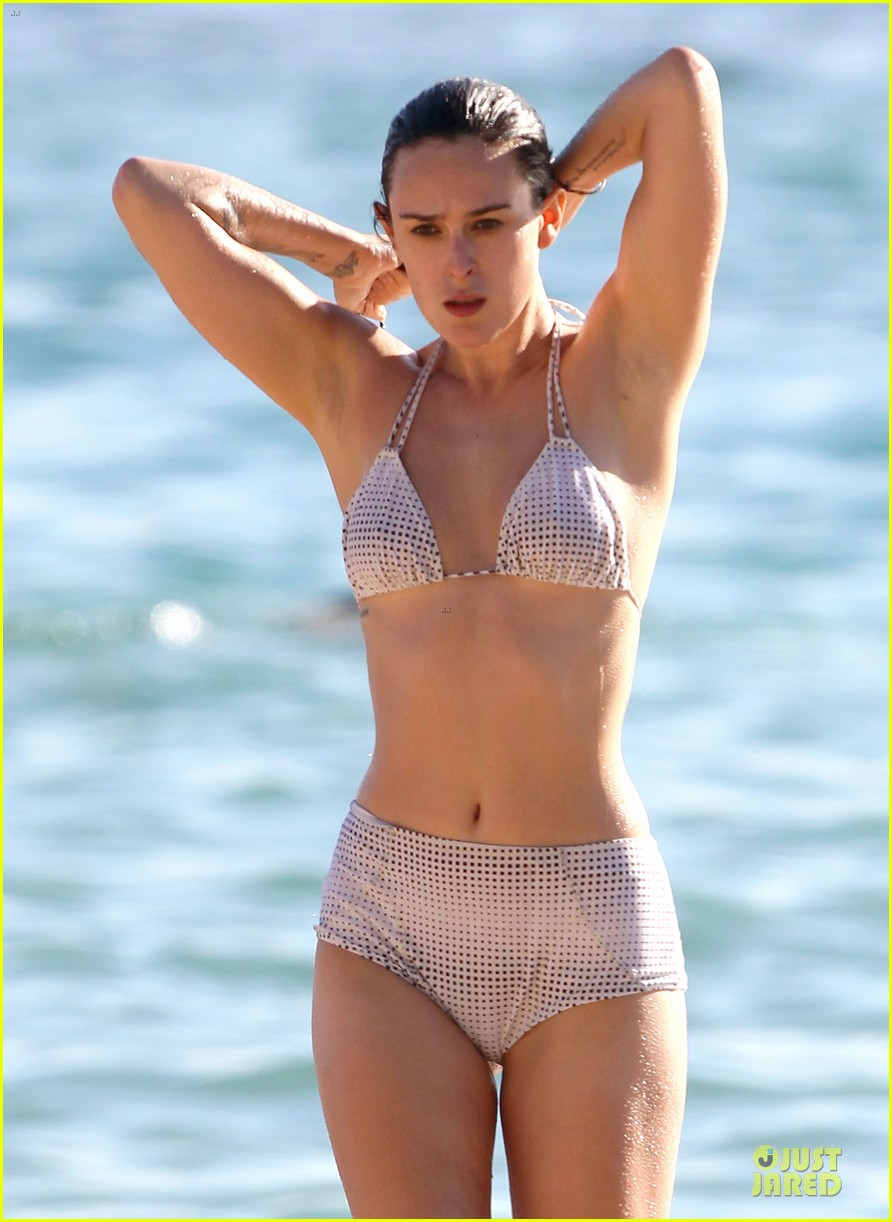 rumer willis hawaiian bikini beauty 02