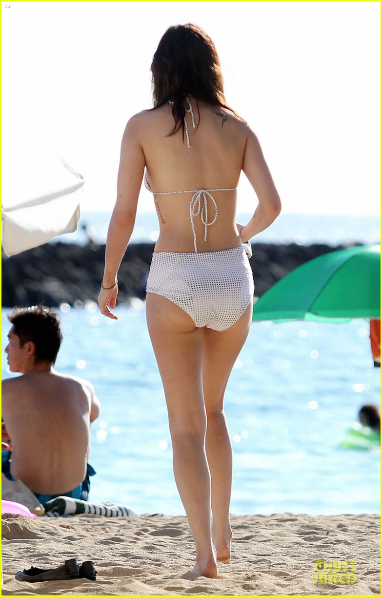 rumer willis hawaiian bikini beauty 15