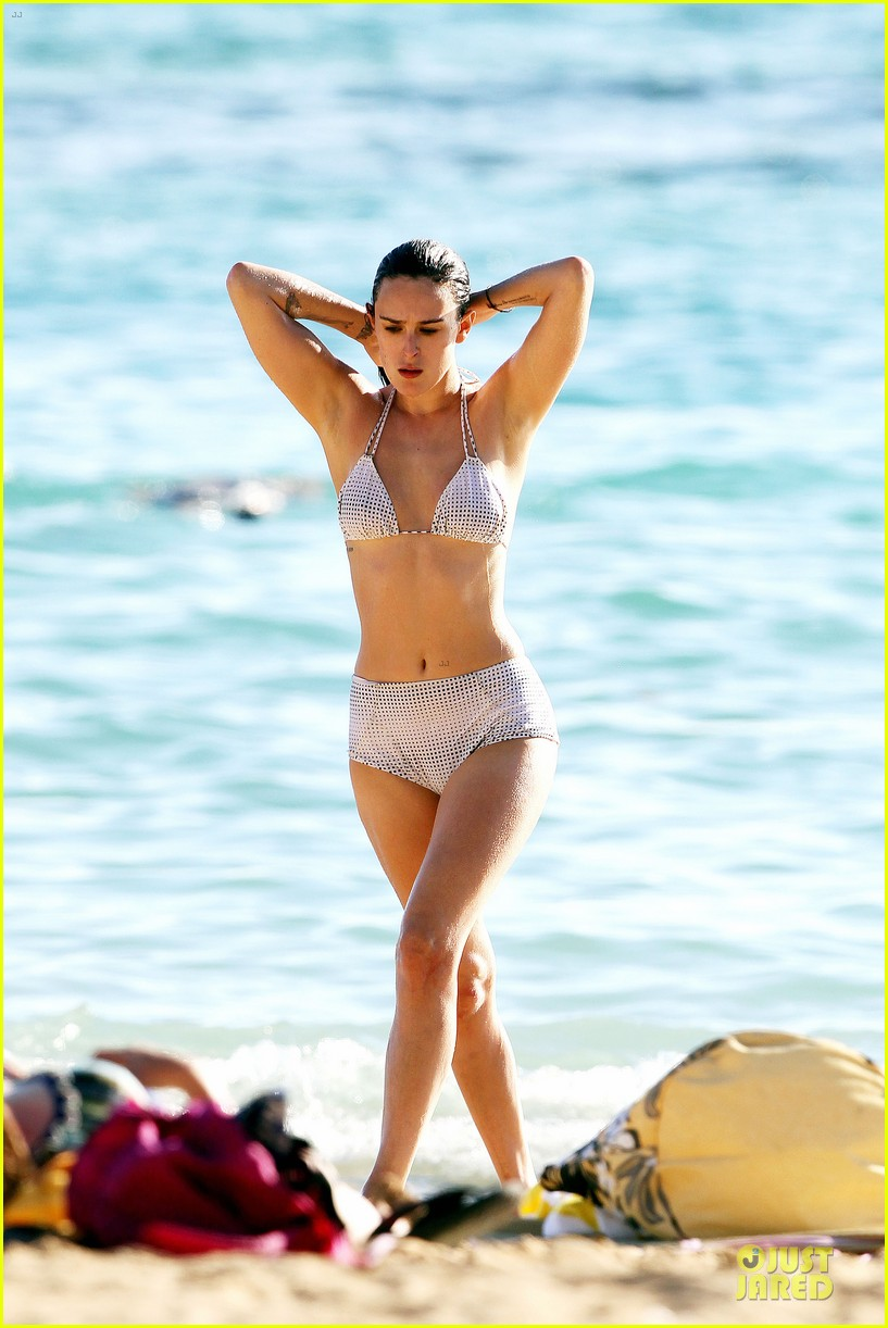 rumer willis hawaiian bikini beauty 22