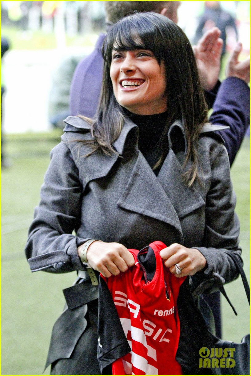 salma hayek french first league soccer fan 042759934
