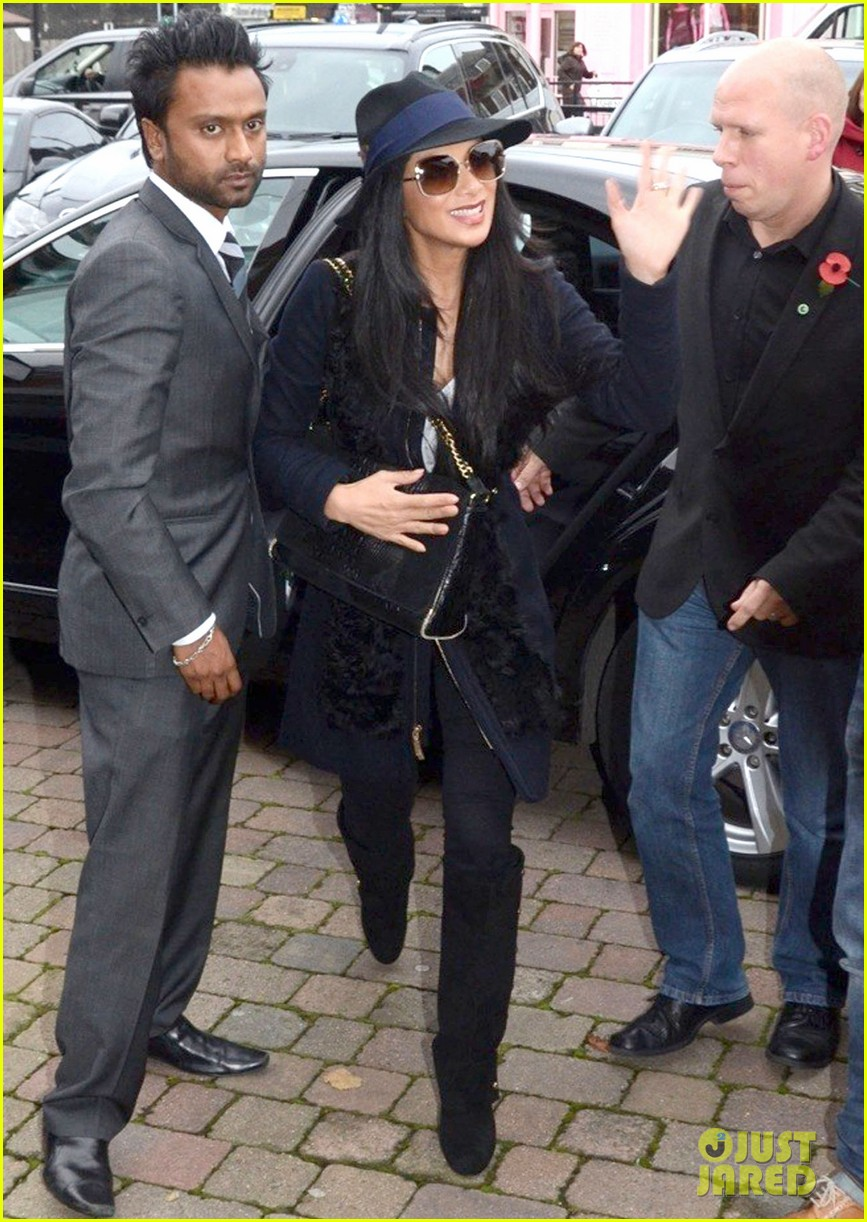 nicole scherzinger amy childs salon beauty 03