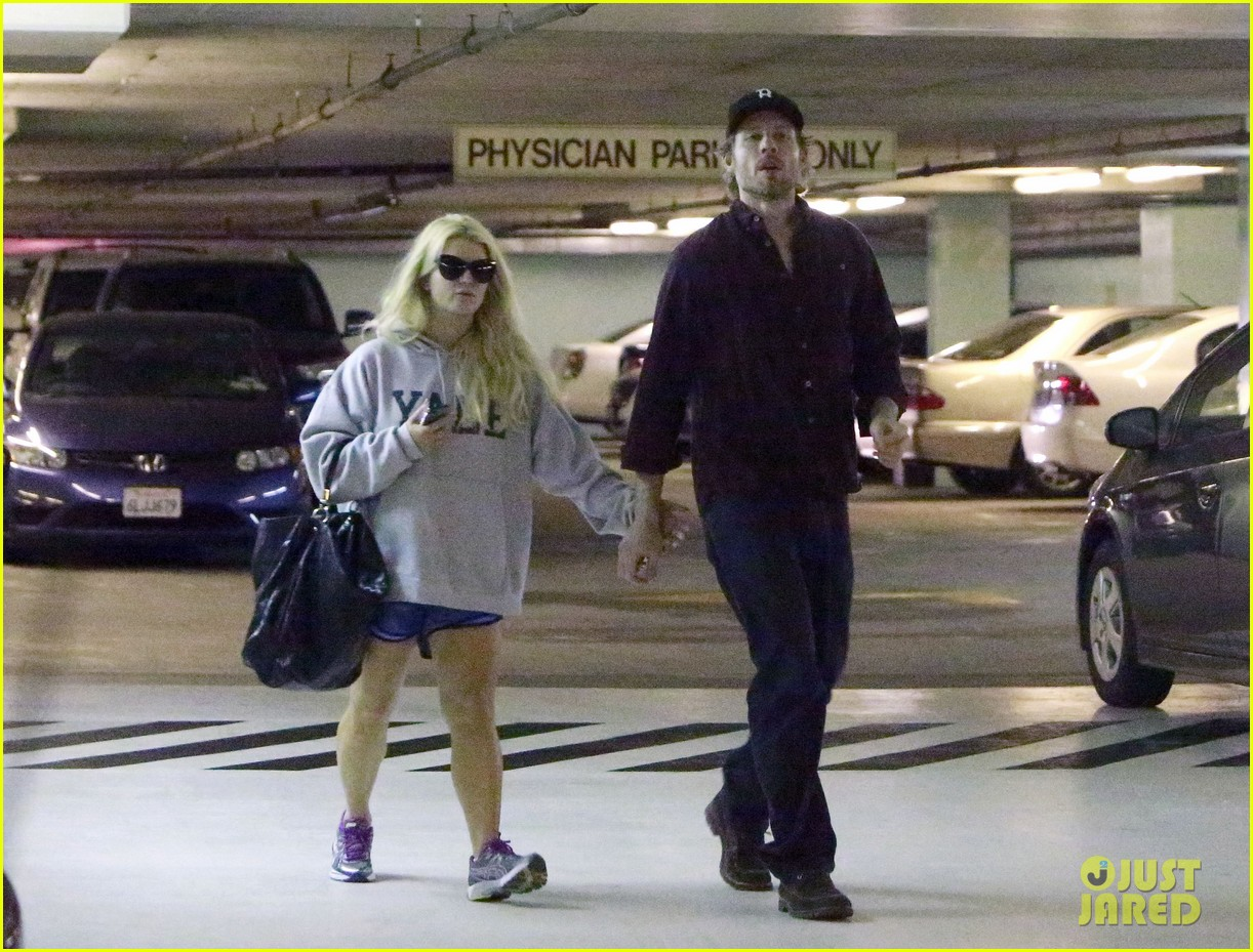 jessica simpson eric johnson hold hands in beverly hills 042754281