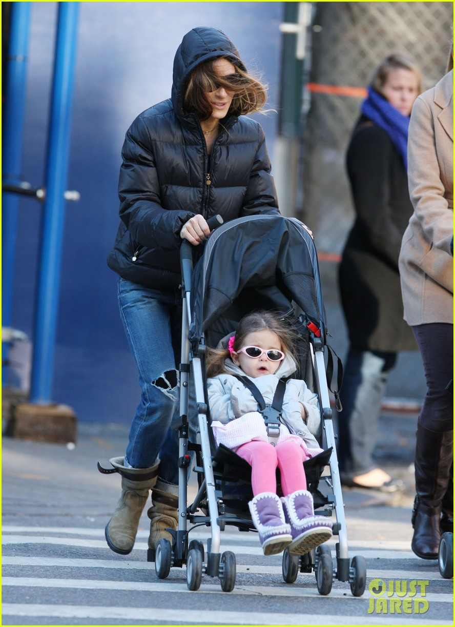 sarah jessica parker brisk morning walk with the kids 012754238