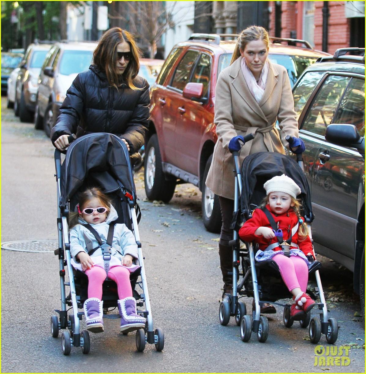 sarah jessica parker brisk morning walk with the kids 092754246