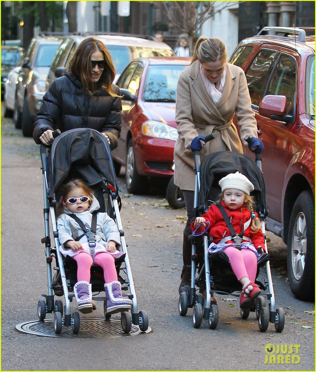 sarah jessica parker brisk morning walk with the kids 11