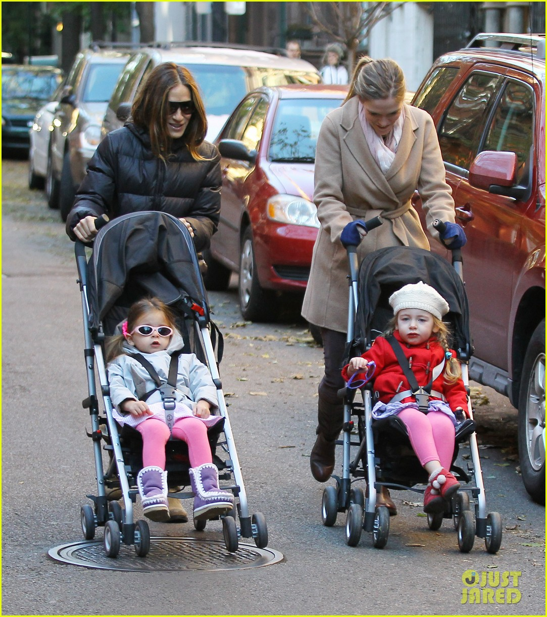sarah jessica parker brisk morning walk with the kids 122754249