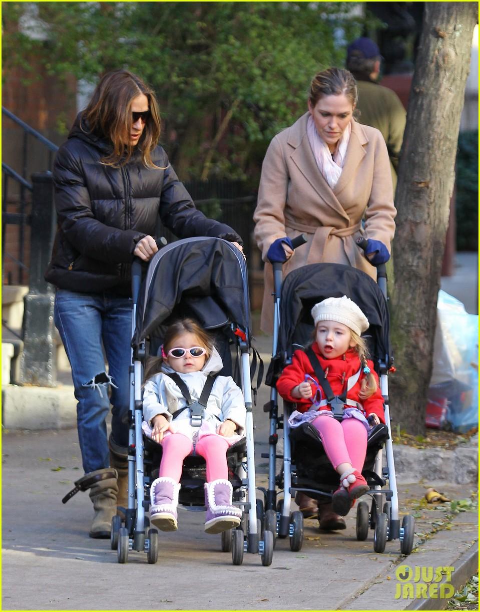 sarah jessica parker brisk morning walk with the kids 152754252