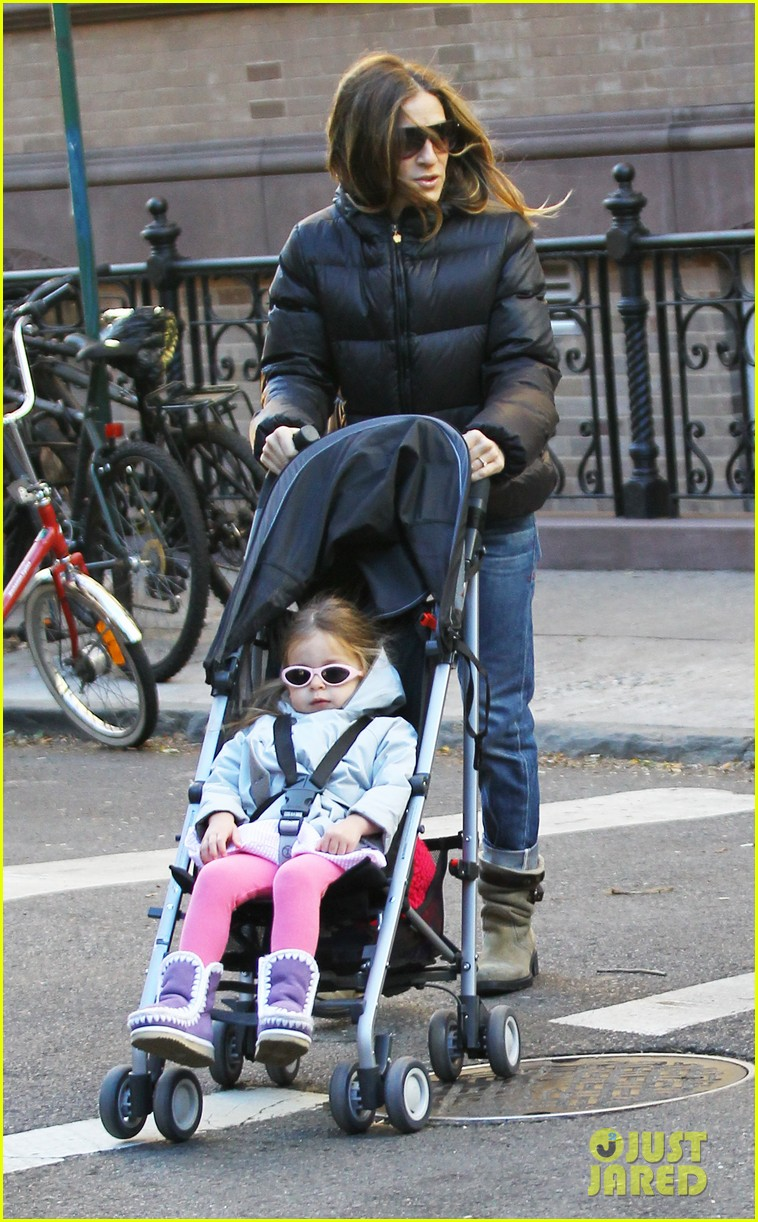 sarah jessica parker brisk morning walk with the kids 17
