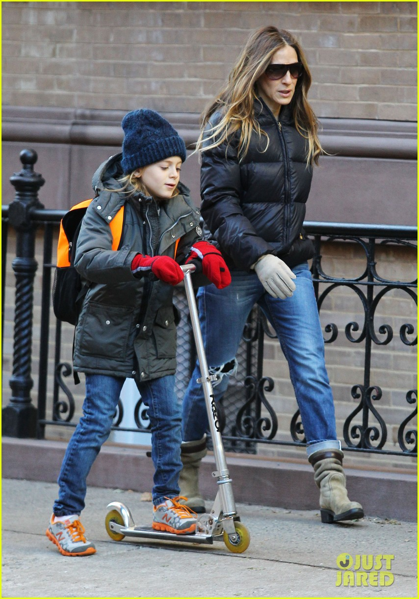 sarah jessica parker brisk morning walk with the kids 212754258