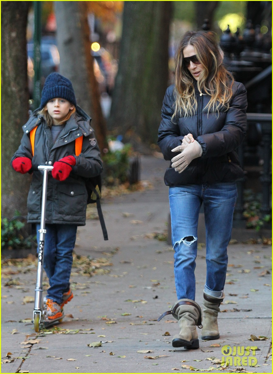 sarah jessica parker brisk morning walk with the kids 232754260