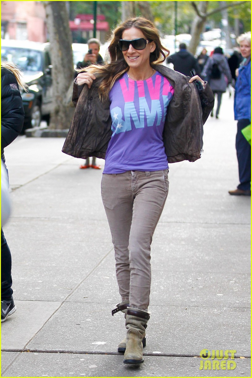 sarah jessica parker viva obama shirt on election day 01