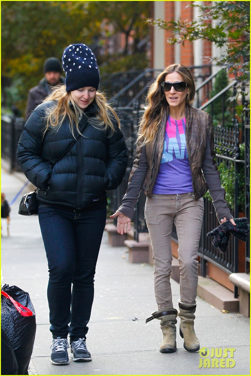 sarah jessica parker viva obama shirt on election day 03