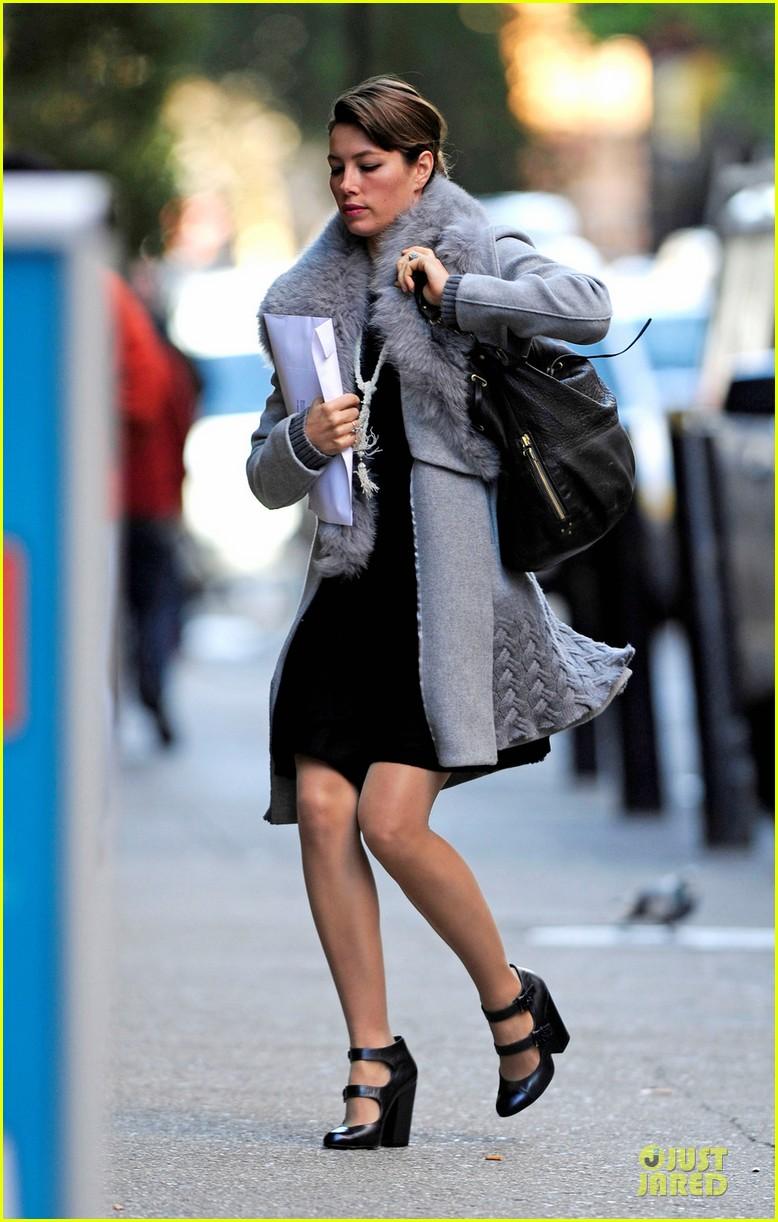jessica biel post honeymoon smile in new york city 052754373