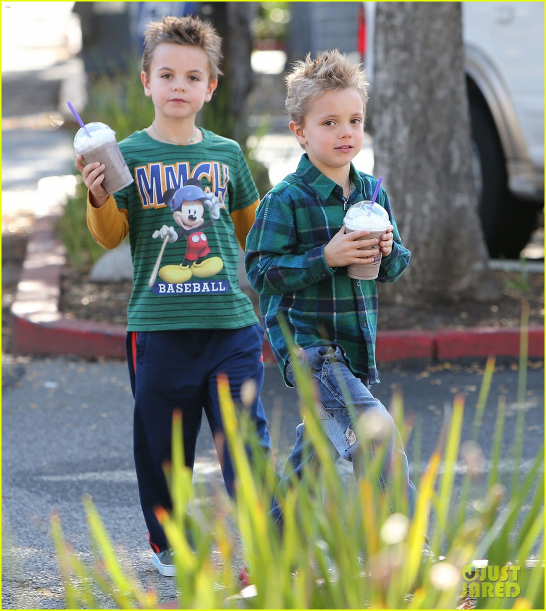 britney spears coffee bean with sean preston jayden james 022760636