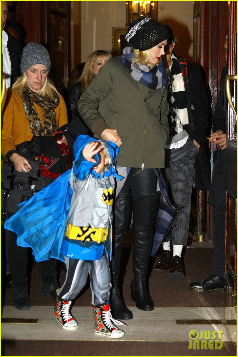 gwen stefani headed to x factor with batman zuma 01