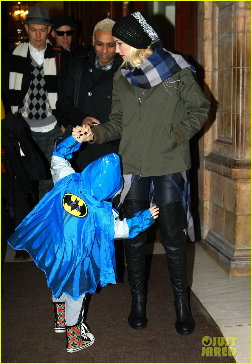 gwen stefani headed to x factor with batman zuma 07
