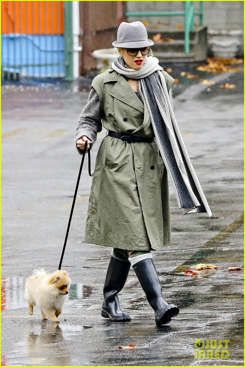 gwen stefani rainy family day 032766072