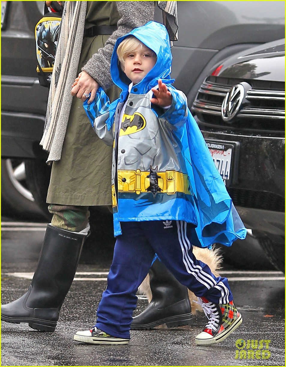 gwen stefani rainy family day 122766081