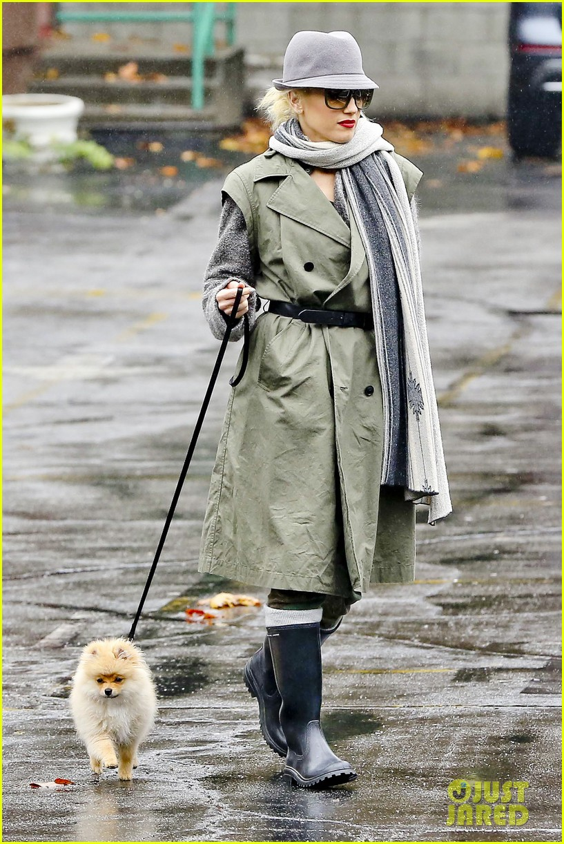 gwen stefani rainy family day 19