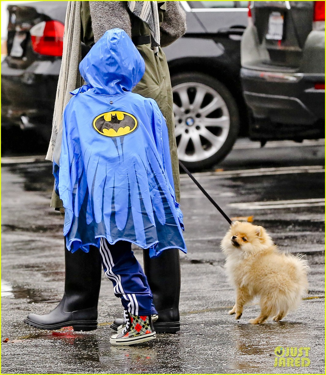 gwen stefani rainy family day 242766093
