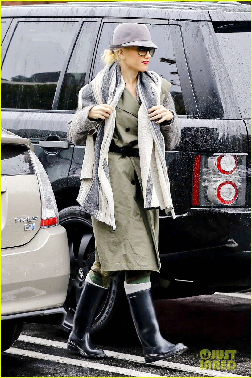 gwen stefani rainy family day 27