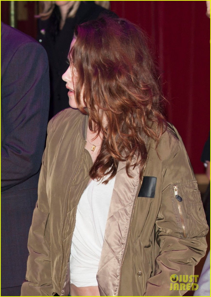 kristen stewart dresses down for uk premiere departure 022757695