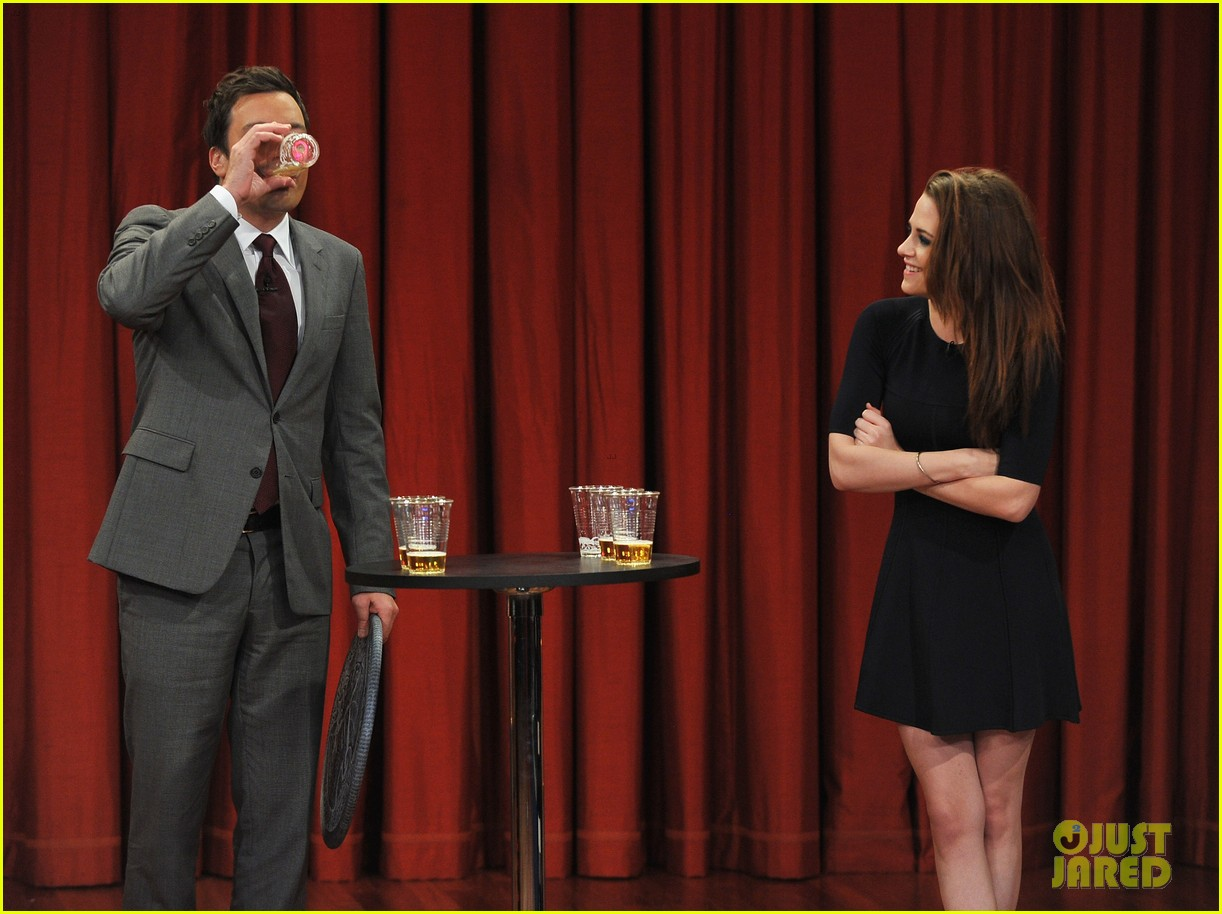 kristen stewart barefoot on late night with jimmy fallon 232752952