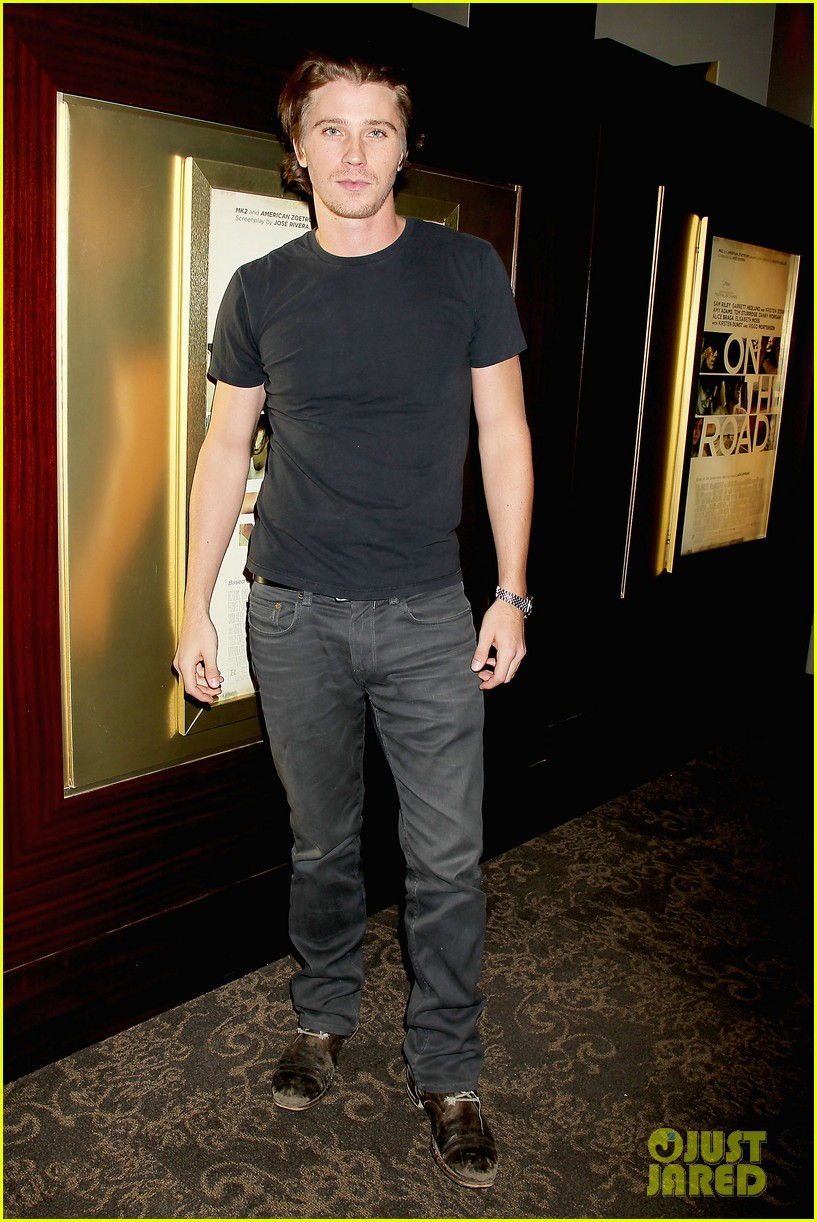 kristen stewart garrett hedlund on the road nyc screening 05