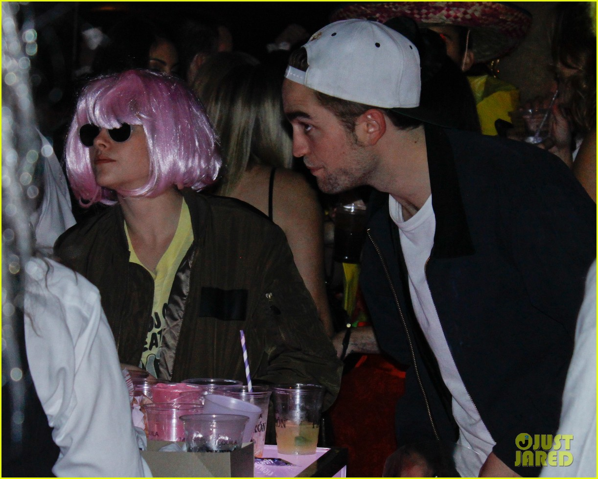 kristen stewart robert pattinson halloween party pair 052749321