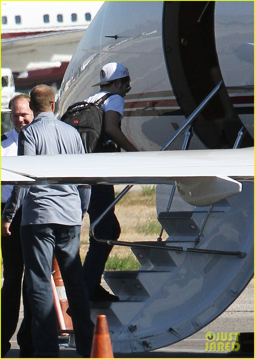 kristen stewart robert pattinson jet out on private plane 052752024
