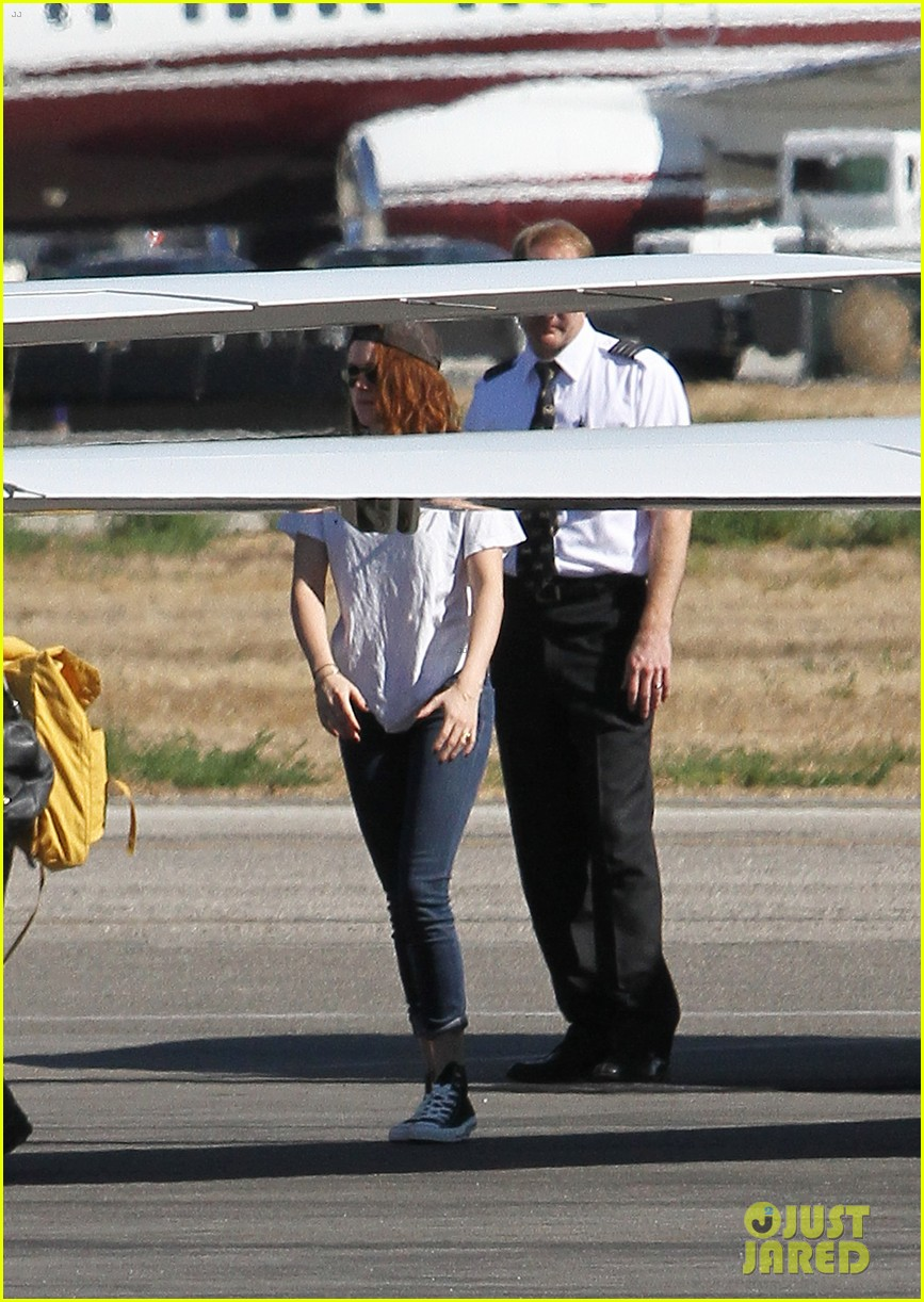 kristen stewart robert pattinson jet out on private plane 09
