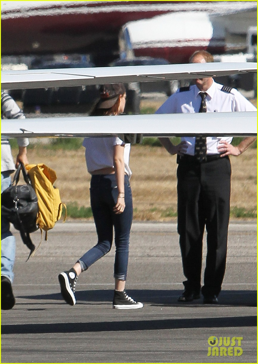 kristen stewart robert pattinson jet out on private plane 18