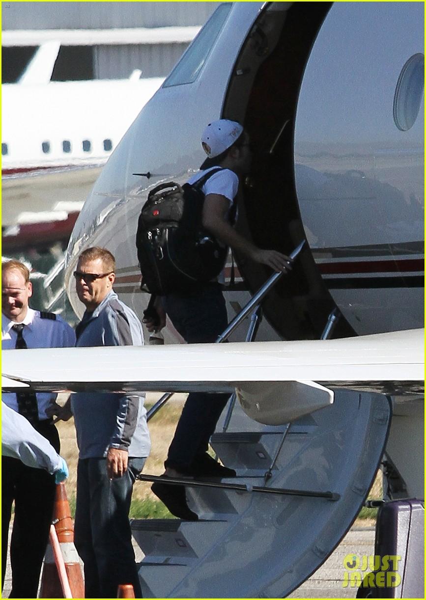 kristen stewart robert pattinson jet out on private plane 352752054