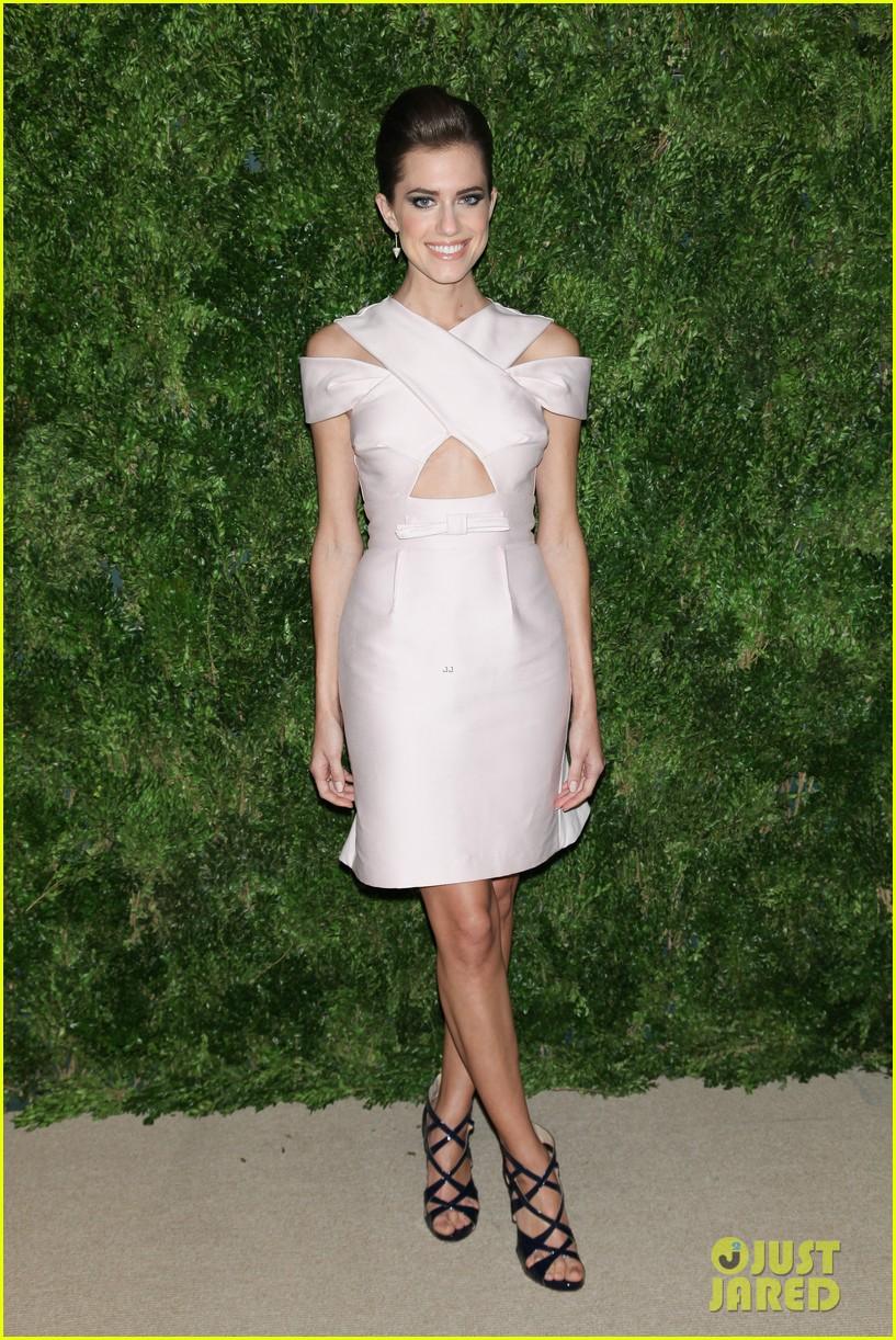 emma stone allison williams cfda vogue fashion fund awards 2012 052756881